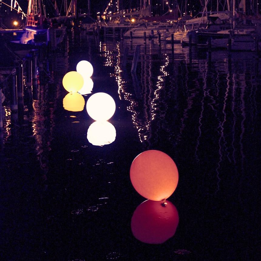 80 cm Leuchtballons mieten schwimmend auf Wasser