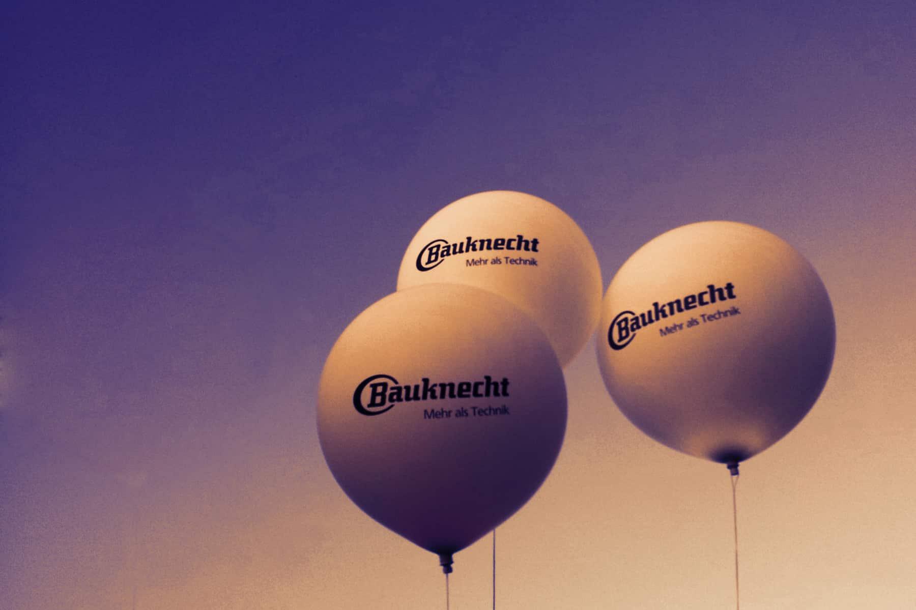 Drei Messeballons mit Heliumfüllung