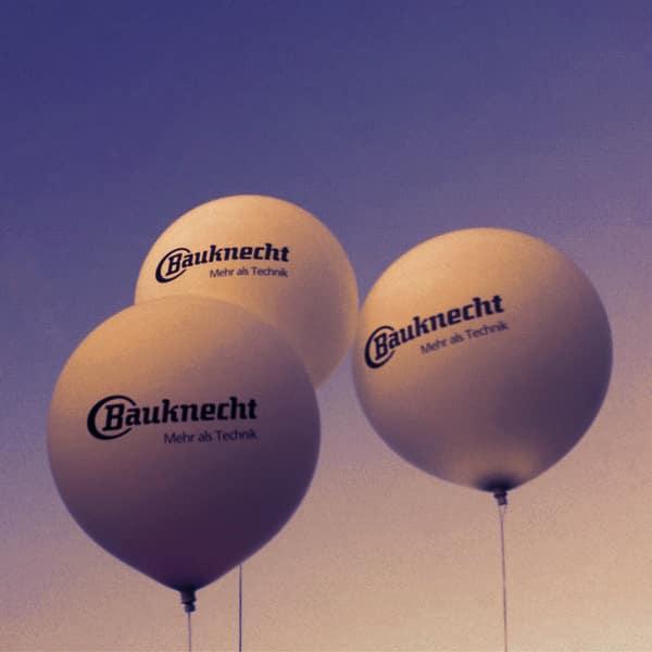 150 cm Messeballons weiß in 5 Metern Höhe